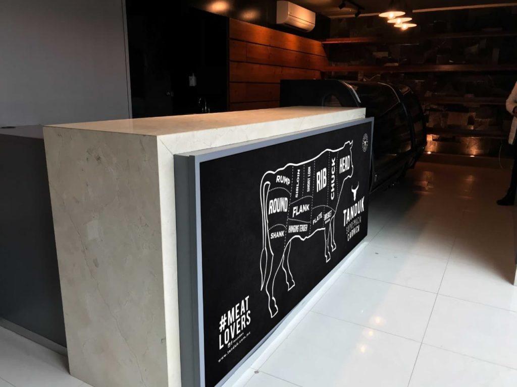 Diseño grafico para interior de Boutique de Cortes de Carne Tampico Mexico, Tanduk - Lilian Feres Agencia Creativa