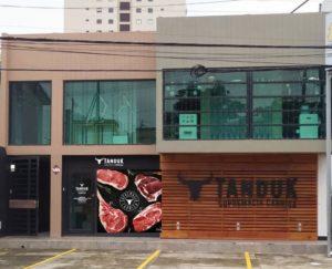 Diseño grafico para exterior de Boutique de Cortes de Carne Tampico Mexico, Tanduk - Lilian Feres Agencia Creativa